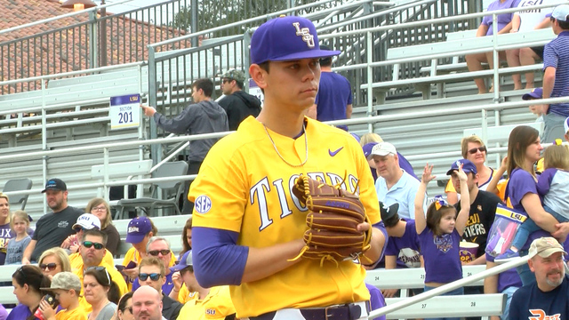 Texas baseball allows double-digit runs to drop series with LSU